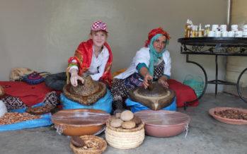"""Helena-Reet: Marokon harvinaisuus – arganöljy! Vierailu """"Khmissa Argan"""" -edustuskaupassa Essaouirassa + MATKAKUVAT!"""