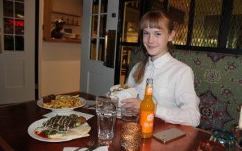 Helena-Reet: Ivanka Shoshanan synttäriaamu ja Estella Elishevan kanssa Tallinnassa Viru Keskuksessa ja ravintolassa FAFA´S