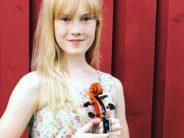 """22 TUNNETTUA VIULISTIA tarjoaa neuvojaan. Nuorin heistä, 12-vuotias skandinavialainen viulisti Estella Elisheva: """"Haluan ehdottomasti kokeilla tulevaisuudessa erilaisia viuluja ja pidellä käsissäni kuuluisaa Stradivariusta ja muita mestariteoksia"""""""