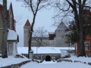 KUVAT Saarenmaan saarelta Virossa! Kuressaare (historialliset rakennukset kaupungin keskustassa, vanhakaupungin kaduilla …) 24.12.2018