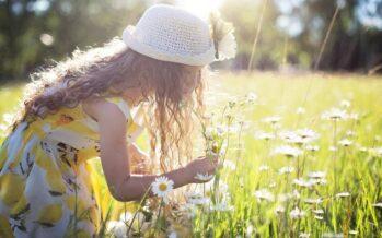 LAPSET ovat parhaita opettajiamme, sillä he näkevät maailman selvemmin kuin aikuiset. Mitä tehdä, jotta olla onnellinen kuin lapsi?