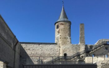 Matkusta Virossa: Haapsalun piispanlinna, tuomiokirkko ja keskiajan inspiroima leikkiohjelman täyttämä vallihauta + VALOKUVAT!