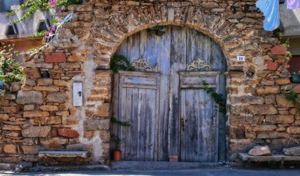 Vedojen viisaus: MISTÄ sinun kotisi ovi kertoo ja miten se vaikuttaa kotisi energiaan?